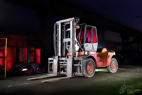 1610-linde-h120-forklift-light-painting-01a-lowres-mini
